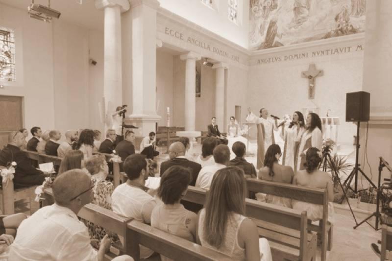crmonie religieuse lglise de plan de cuques marie sandrine et laurent - Chorale Gospel Pour Mariage